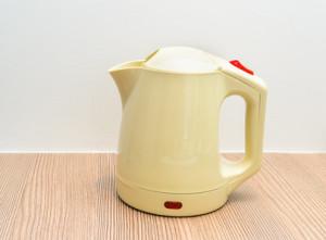 Plastikgeschmack aus Wasserkochern entfernen